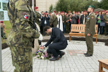 Uslavnostního odhalení památníku skupině PLATINUM-POWER nechyběli ani Vyškovští