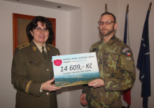 Vojenští profesionálové skvětem koniklece ve znaku věnovali Vojenskému fondu solidarity 14609Kč