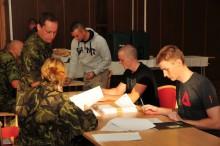 Tři stovky nováčků zahájily ve Vyškově základní výcvik