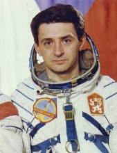 Je jedním zdvou Čechů, kteří absolvovali výcvik pro let do vesmíru. Letěl ale ten druhý