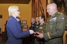 Ministryně obrany ustanovila čtyři generály a jednoho plukovníka do nových funkcí