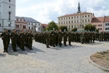 Slavnostní vojenská přísaha, ale i předávání absolventských dekretů
