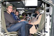 Poslancům Výboru pro obranu vyškovští prezentovali přípravu nasimulátorech, ale inový řidičský polygon