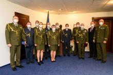 Generál Opata ocenil nejlepší absolventy kurzu generálního štábu akurzu pro vyšší důstojníky. Mezi nimi byl náčelník štábu VeV-VA