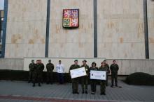 Příslušníci kariérových kurzů přispěli do Vojenského fondu solidarity (VFS) přes 60tisíc korun