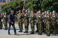 """Ministr obrany se ve Vyškově účastnil slavnostní vojenské přísahy i otevření výstavy """"Tendruhý život"""""""