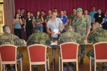 Místo prázdnin a dovolených zvolili vojenský výcvik