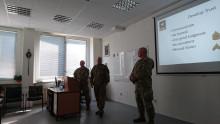 Instruktoři Americké Národní Gardy přednášeli vZákladním důstojnickém kurzu