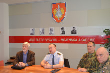 Vojenskou akademii navštívil armádní generál vzáloze Petr Pavel