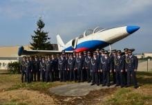 Slavnostní ukončení kurzů základního odborného výcviku personálu Inženýrské letecké služby v roce oslav stého výročí vzniku Československého letectva