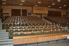 Bezmála pět stovek nově vycvičených profesionálů míří do armády