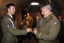 Slavnostního vyřazení absolventů kurzu Komando se zúčastnil generálporučík Aleš Opata