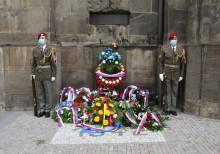 Den hrdinů druhého odboje symbolizuje odvaha československých parašutistů vchrámu sv.Cyrila aMetoděje