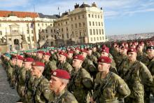 Na Hradčanském náměstí přísahalo téměř 900vojáků avojákyň