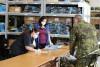 Noví rekruti se postupně vystrojují: Rouškami je vybavili krejčí zvýdejen součástek naturálního odívání